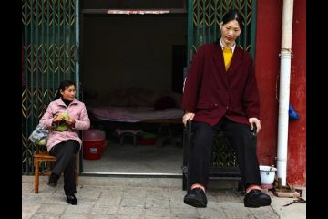 tallest woman in the world dies 7 foot 8 yao defen dead