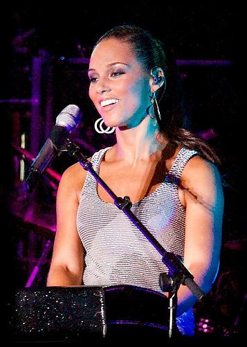 Alicia Keys To Sing Anthem At Super Bowl 2013