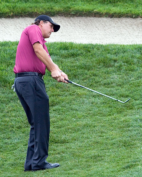 Phil Mickelson Falls Down: Embarrassing Momement Caught On Video
