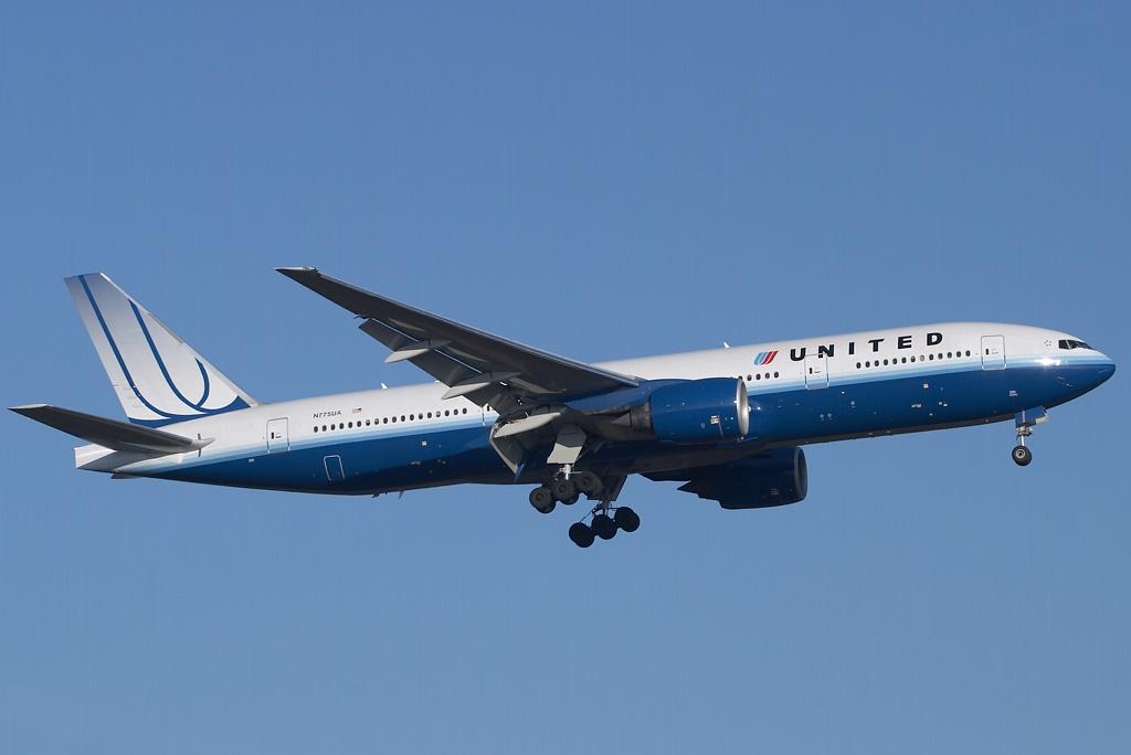 Man Dies On Flight, Passengers Tried CPR