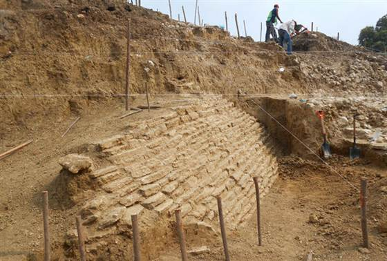 National Institute of Anthropology and History Monumental stone architecture has rarely been found in Veracruz, archaeologists. The remains of this ancient pyramid were discovered in Jaltipan.