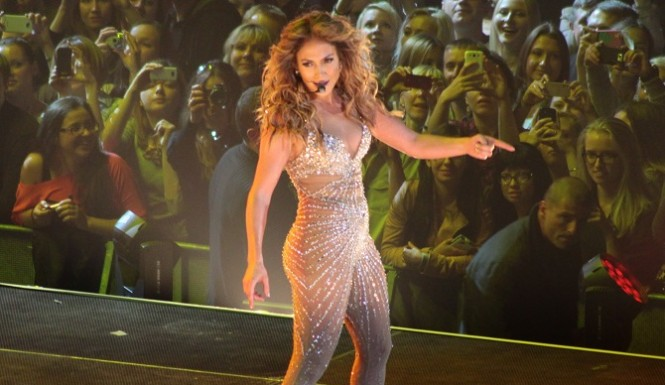 Jennifer Lopez Pool Jump Makes Waves With Fans