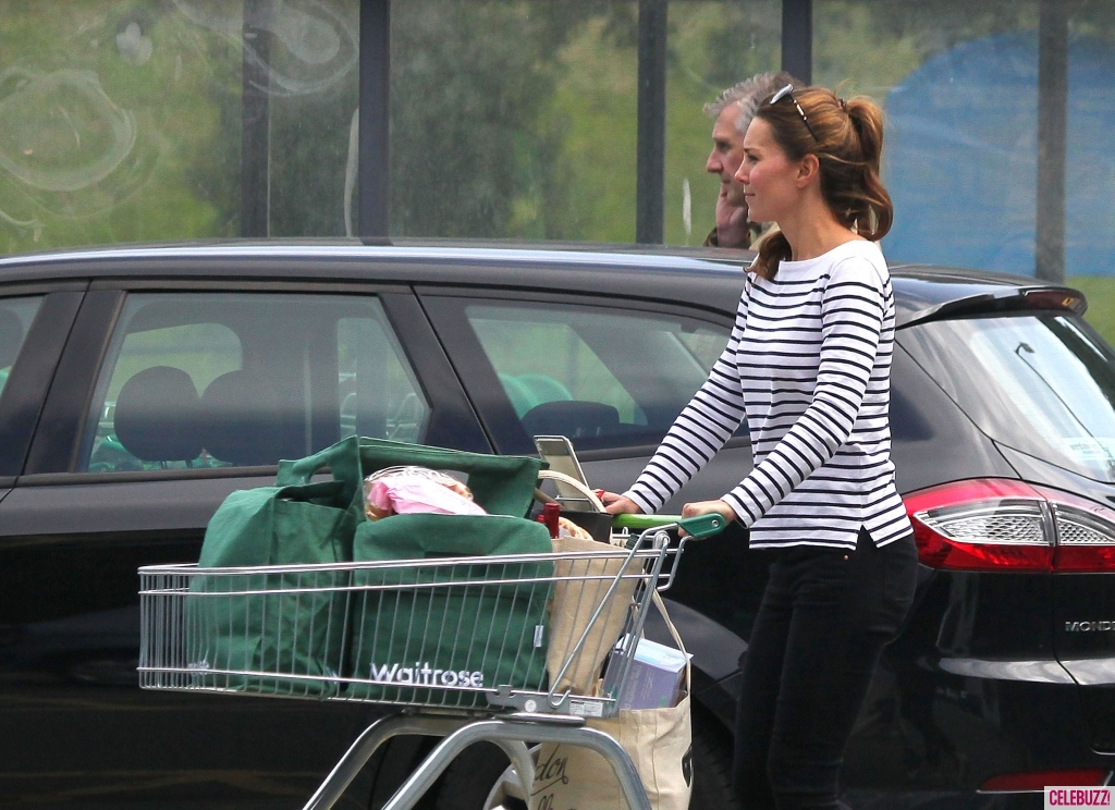 On Aug. 26, Kate Middleton showed off her thin post-baby body -- and completely flat stomach -- while stepping out for the first time in her hometown of Anglesey, Wales, after giving birth to Prince George over one month ago.