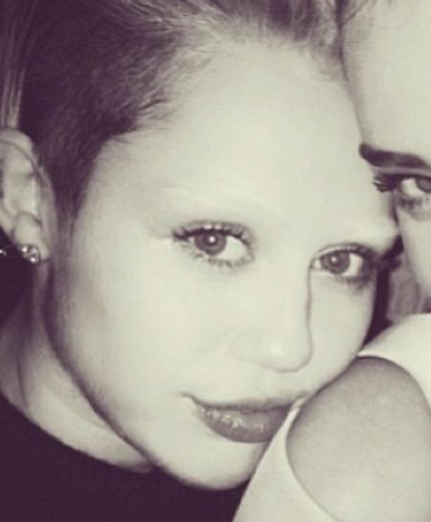 Miley Cyrus Sports New Look For Her Eyebrows Ecanadanow