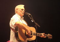 BstarXO Chester L. Roberts - Own work Country Music legend George Jones - Performing at the Country Fever Festival 2005 - in Pryor, Oklahoma