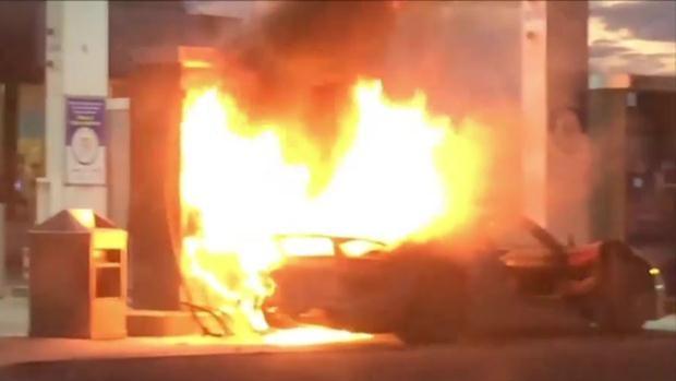 michael wekerle s porsche 918 spyder destroyed in fire ecanadanow. Black Bedroom Furniture Sets. Home Design Ideas