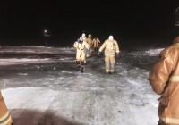 Emergency crews are seen here moments after a driver caught on the ice at the Clarkboro ferry crossing was saved. (Warman Fire Rescue/Facebook