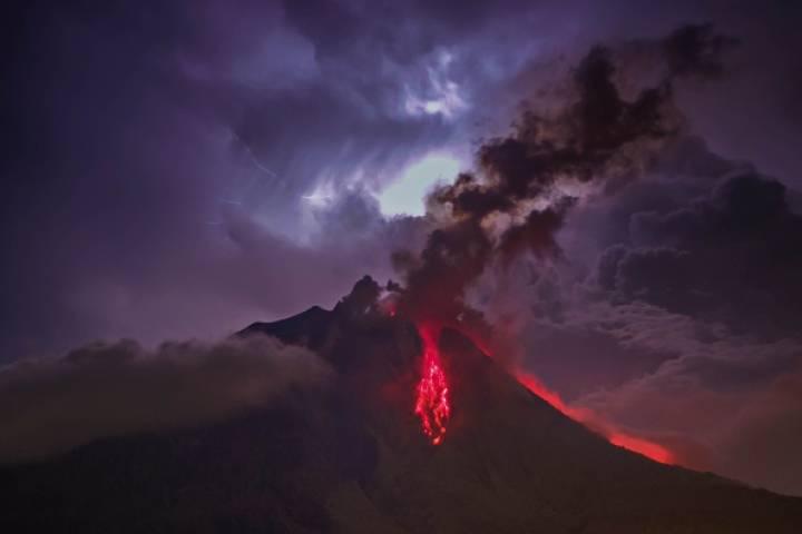 3 Volcanoes Erupt In Indonesia- Flight Disrupted