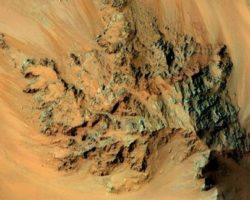 Film Maker Creates Stunning Video Of Flight Over Mars